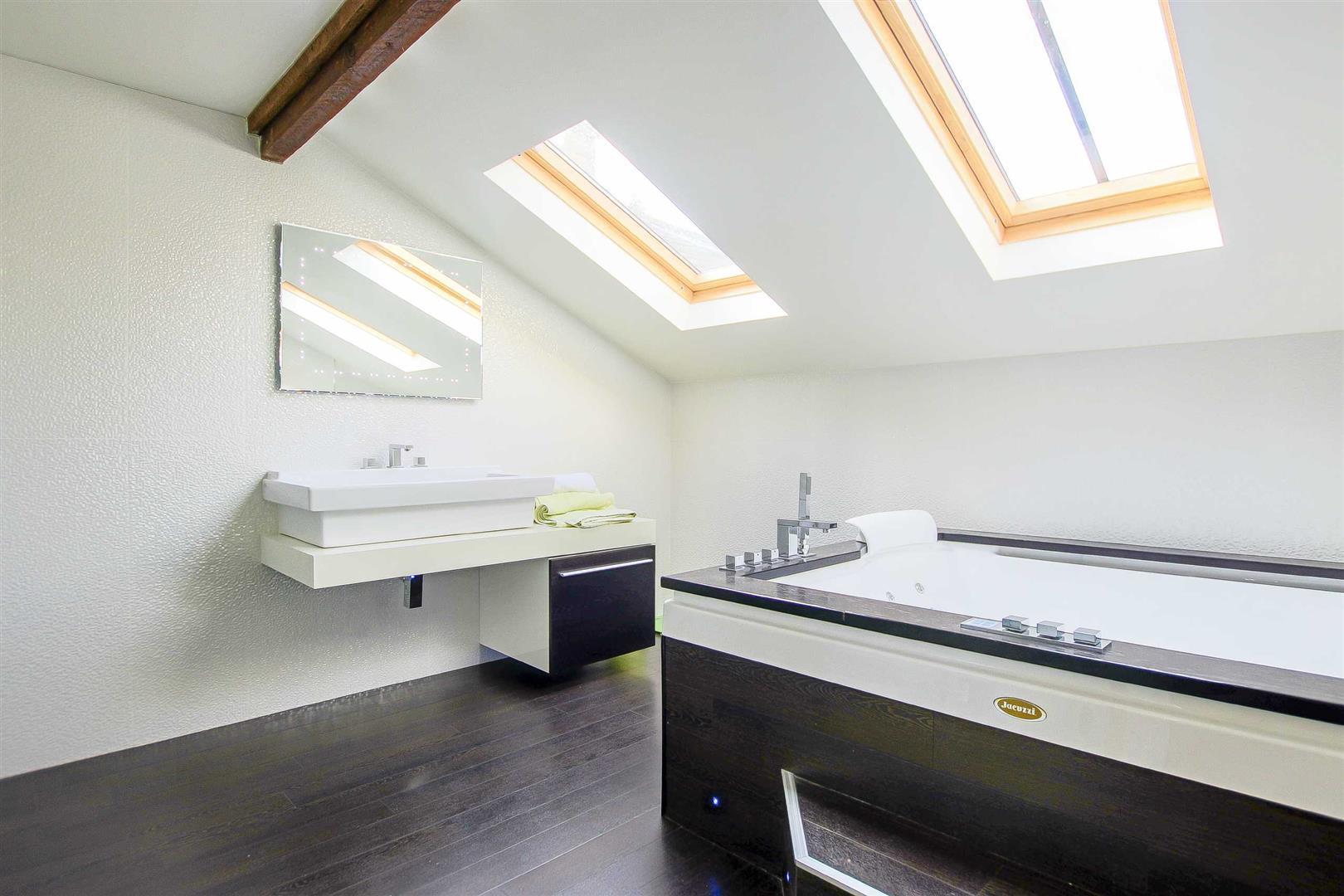 5 Bedroom Cottage For Sale - Image 17